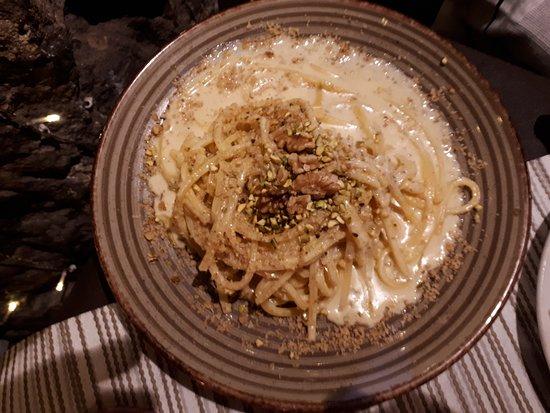 Le Vere Grotte IMPERIAL: tonnarelli noci e pistacchio