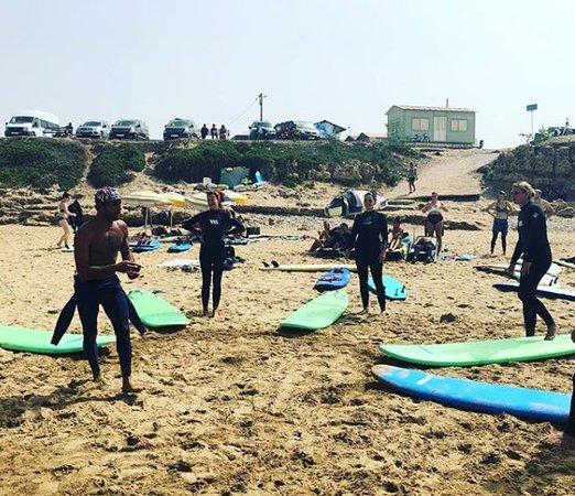 Barrel Flavor surf & fun: learning session, we always start with a practice on the sand for beginners