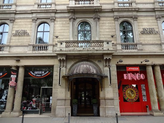 Hotel Granvia: Entrance and Junior Suite #103 on top of it