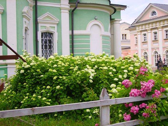Optina Pustyn Friary: монастырь