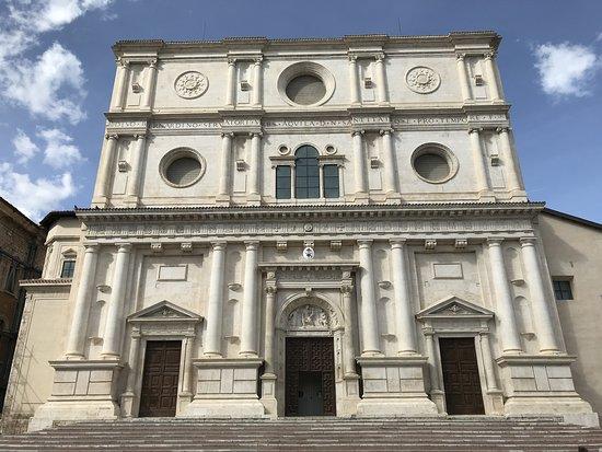 Basilica di San Bernardino: Facciata