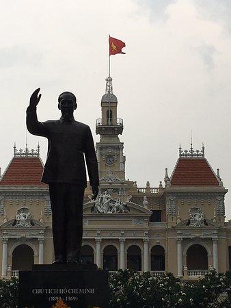 President ho Chi Minh Statue Photo