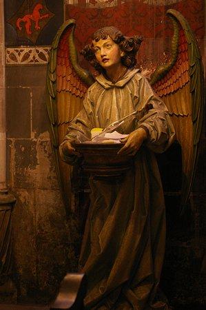 Un Ange (statue)