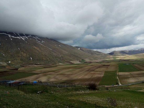 Кастелуччио-ди-Норчия, Италия: La splendida Piana di Castelluccio di Norcia