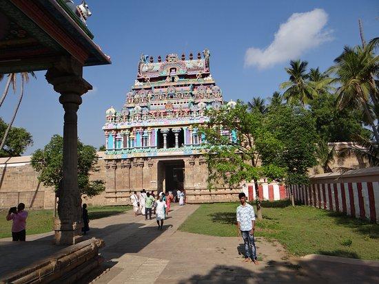 Jambukeswarar Temple: Collonnade