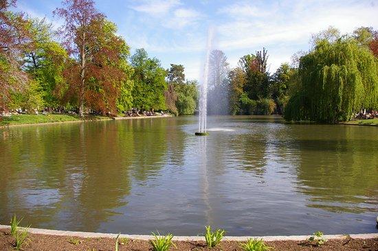 Parc de l'Orangerie: Le bassin et son jet d'eau