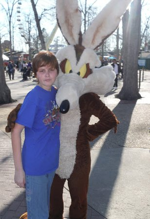 Six Flags Great Adventure: Me Meeting Wile E. Coyote For The 1st Time.