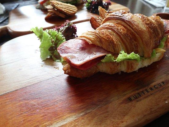 Buttercup Boulangerie: Croissant