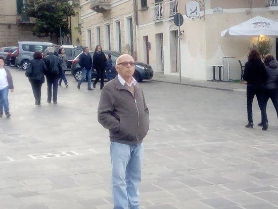 nei pressi del palazzo Avalos