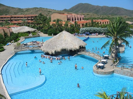 Costa Caribe Beach Hotel & Resort: Biggest Pool with open Bar on the Island