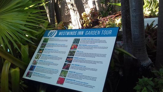 Westwinds Inn: giardino con piante