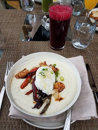 Lucy Restaurant and Bar: Shrimp and grits and Beetle Juice