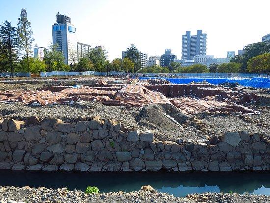 Istana Shizuoka: 駿府城の発掘作業 / Excavating work at Sumpu Castle