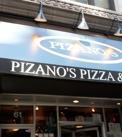 Excursion culinaire Célèbres saveurs de Chicago : Pizano's Pizza was the starting point at 61 E. Madison St  Chicago, IL 60604  USA