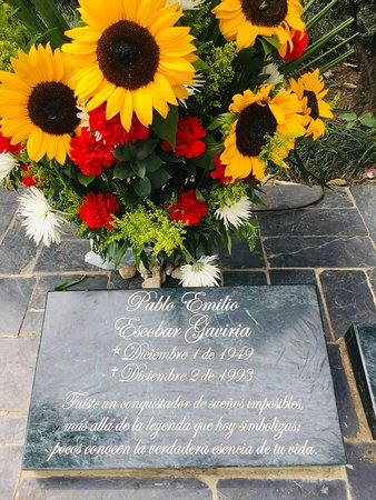Itagui, Colombia: Tumba de Pablo ESCOBAR: No es lo mas importante de Medellin pero algo interesante,fui porque me llevaron,NO es el tipo de turismo que normalmente hago.