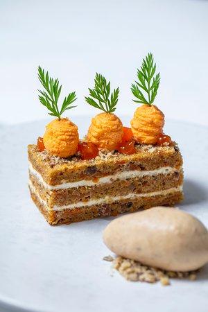 Carrot cake with walnut ice cream