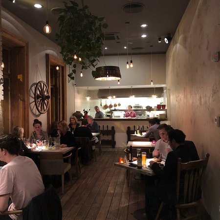Alma & Körte Restaurant: Restaurant inside