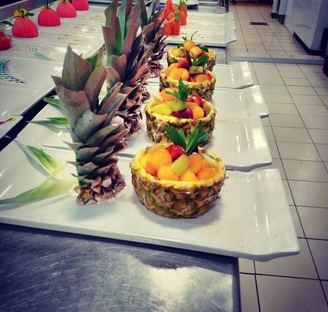 Lime Restaurant and Bar: PINE APPLE HEAVEN WITH FRUIT