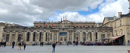 Hotel de Ville (City Hall): Exterior