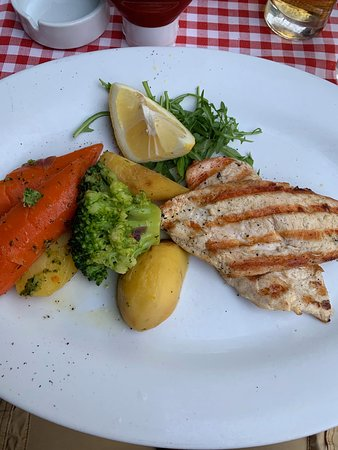 Ristorante Luardi: Grilled chicken with vegetables which are cooked in stock. Delicious