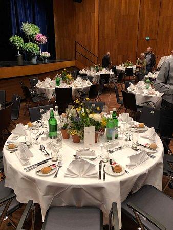 fein dekorierter Tisch