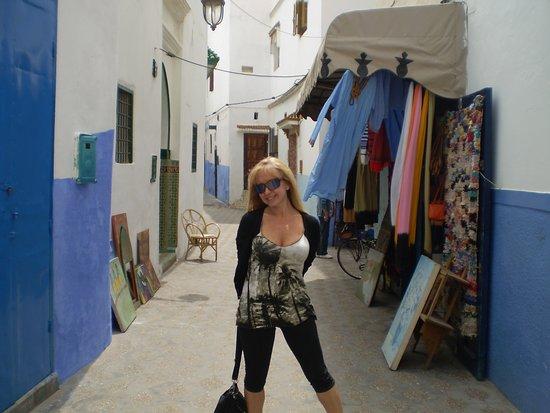 مدينة أصيلة: en una callejuela de la Medina de Asilah