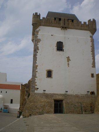 مدينة أصيلة: Torre El Kamra en la Medina de Asilah