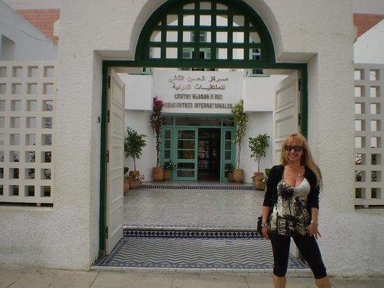 مدينة أصيلة: frente al Centro Hassan II....centro de encuentros internacionales, donde se realizan conferencias y exposiciones