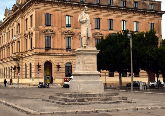 Monumento a Giuseppe Libertini