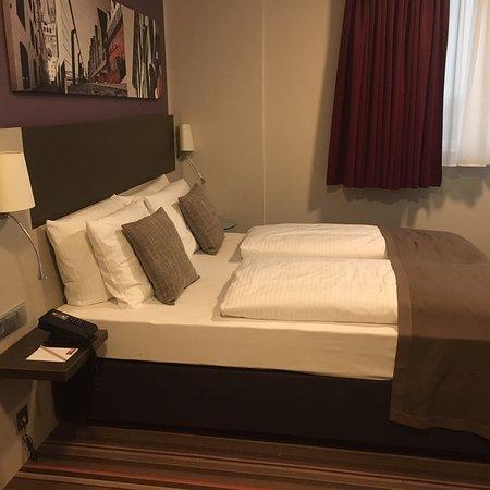 Wasserflecken An Der Decke Zum Bad Bild Von Leonardo Hotel Koln