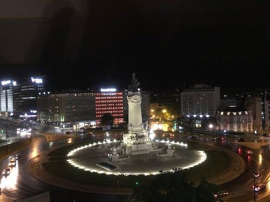 HF Fenix Lisboa: Vista noturna do apto.