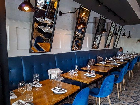 Parma Italian Roots: Dining room