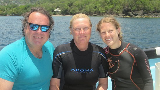 Cours PADI Advanced Open Water : Karl, Deb and Ang after a day of diving.