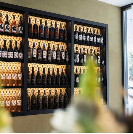 Porters, Williamstown: Wine Display