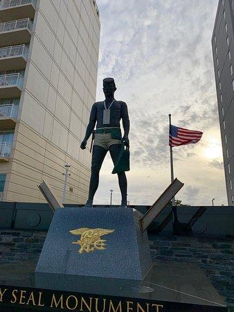 Navy Seal Monument張圖片