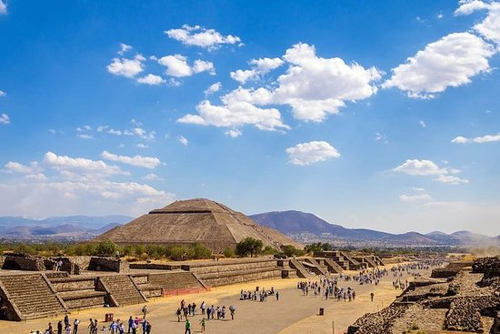 Teotihuacan Morning Tour with a...