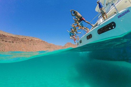 Crucero con vista turística en em Mar...