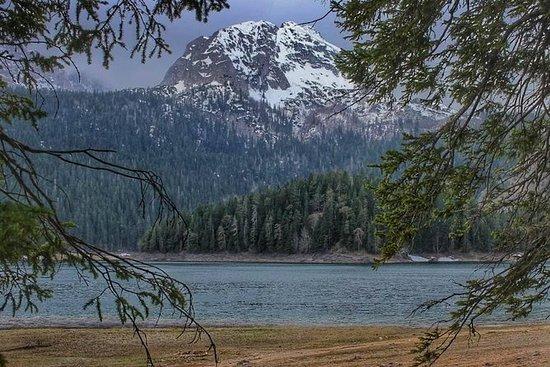 黑湖和Djurdjevica塔拉桥