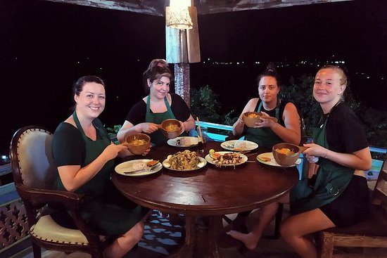 Balinesisk matlagingskurs og middag i...