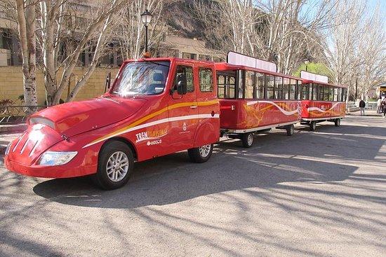 Toeristische trein van Cuenca. Spring ...