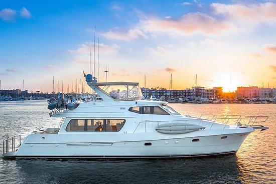 乘坐豪华63英尺汽艇/ 4小时私人包机的马里布海岸日落游轮