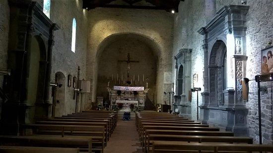 Interno chiesa di Santa Maria Assunta, Pietramontecorvino.