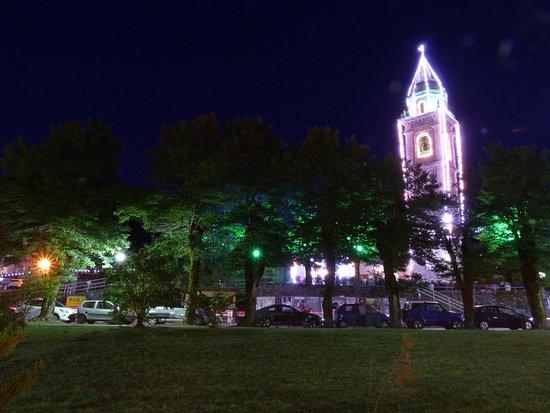 Santo Stefano d'Aveto, Italie : Il Campanile illuminato nelle notti estive