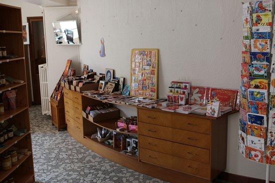 Boyer, Frankrike: Vente de produits fabriqués  par d'autres abbayes