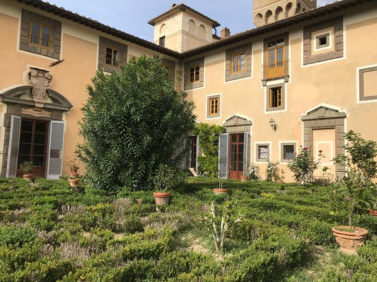 Castello di Montegufoni: The garden, and some of the rooms