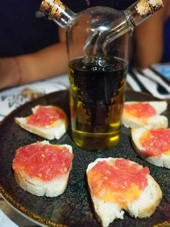 Casa Iberica: Nuestro pan Tumaca con Aceite de Oliva Virgen