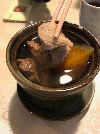 原盅燉哈密瓜螺頭黑毛豚肉湯