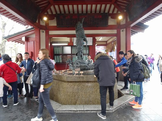 Asakusa, Giappone: Nakamise Shopping Street (Kaminarimon)