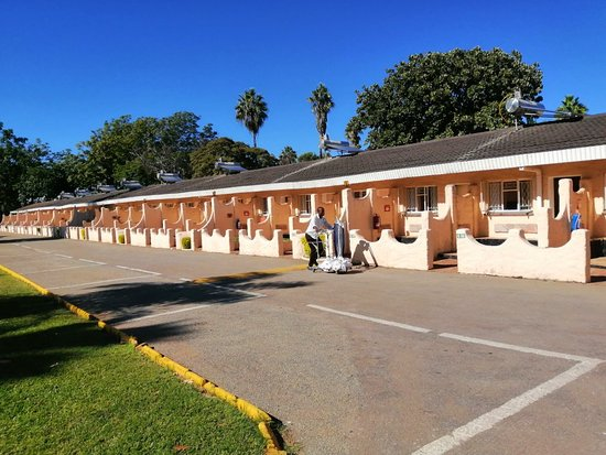 Kadoma Hotel is the only best hotel in Kadoma, you, it have good breakfast and dinner , the conference are big for many groups and parking