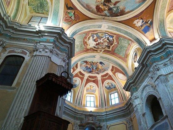 Vezza d'Alba, Italien: Chiesa di San Bernardino